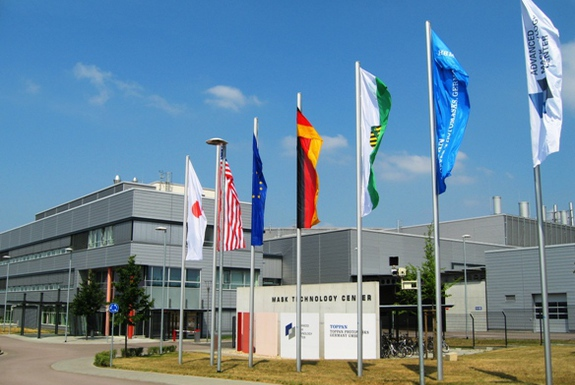 Praktikum bei Advanced Mask Technology Center GmbH & Co. KG