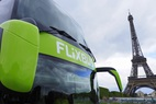 Small flixbus am eiffelturm   kopie